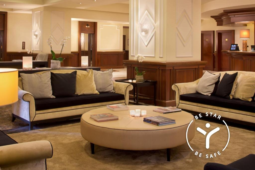 A seating area at Starhotels Majestic