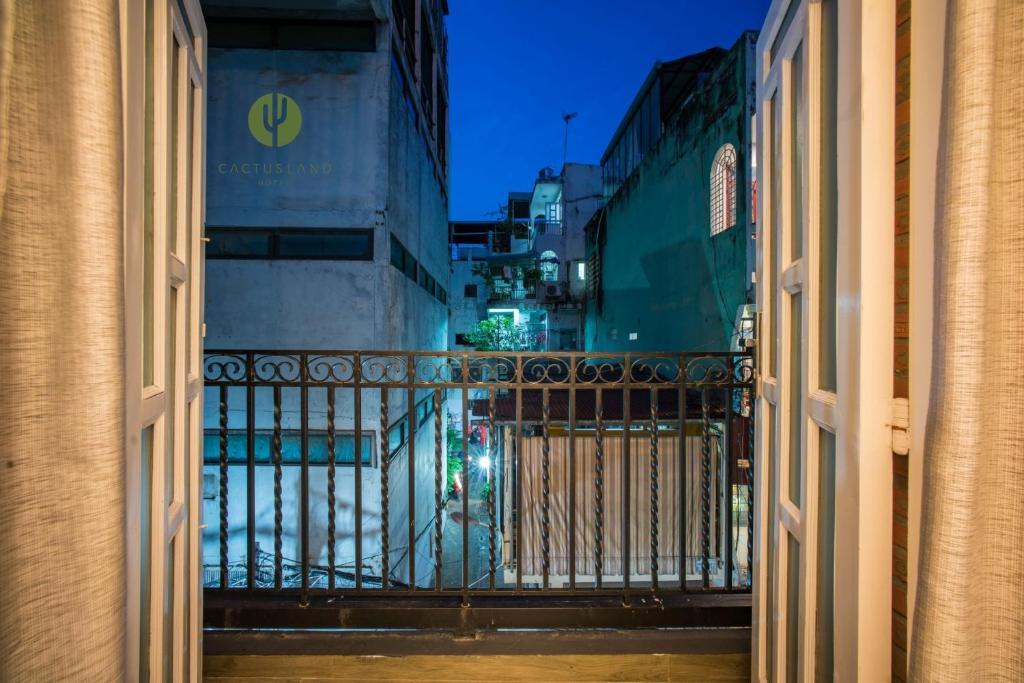 A balcony or terrace at Cactusland Homestay - Tran Hung Dao