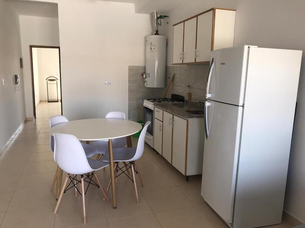 A kitchen or kitchenette at DEPARTAMENTO DORREGO