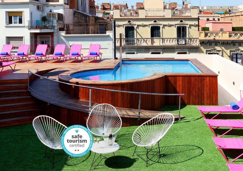 The swimming pool at or close to TWO Hotel Barcelona by Axel 4* Sup- Adults Only