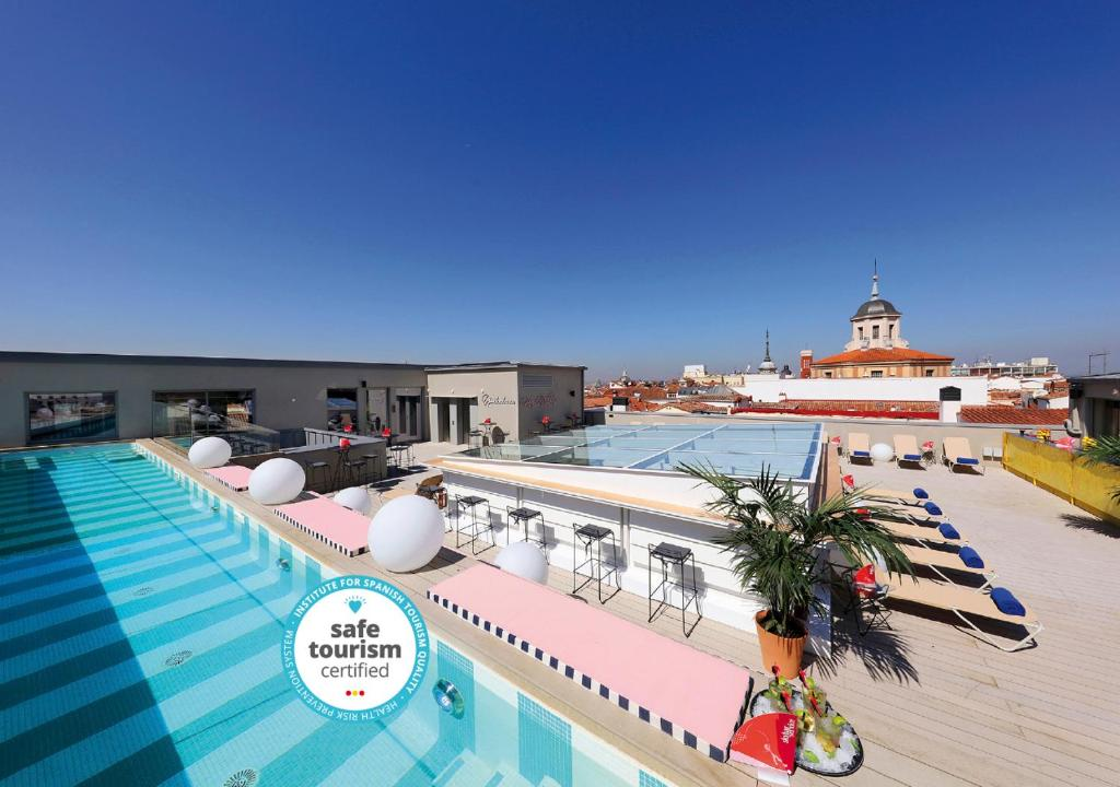Vista de la piscina de Axel Hotel Madrid - Adults Only o alrededores