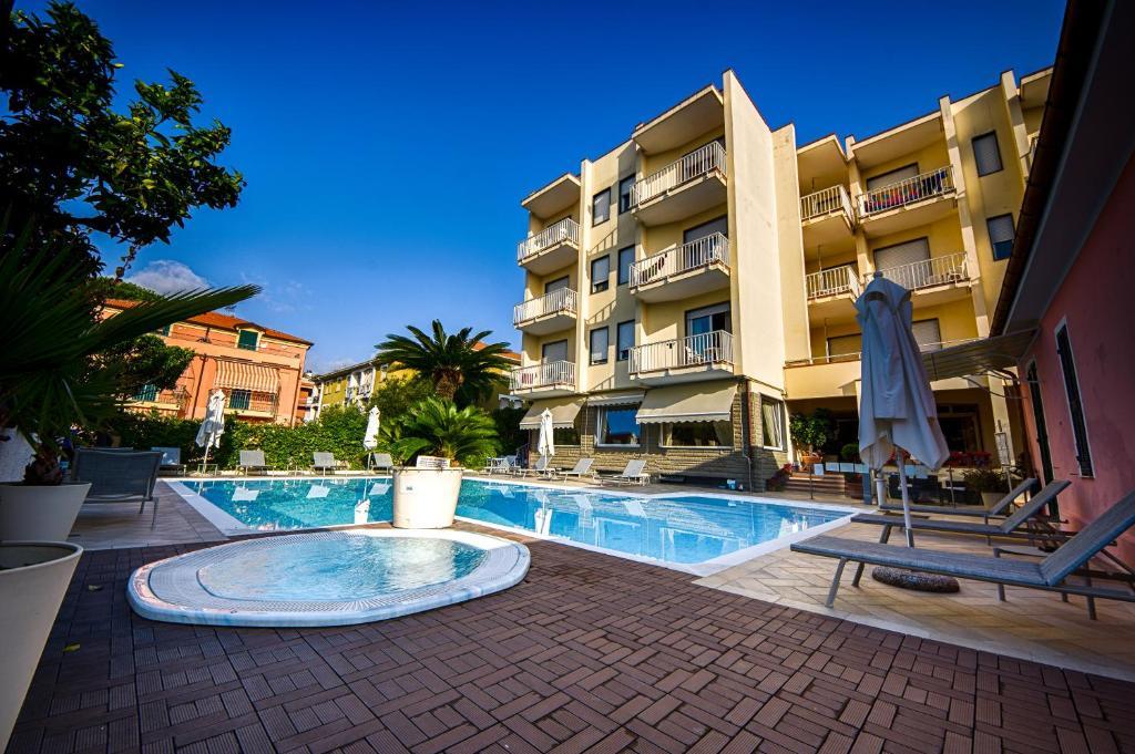 Piscina di Hotel Splendid o nelle vicinanze
