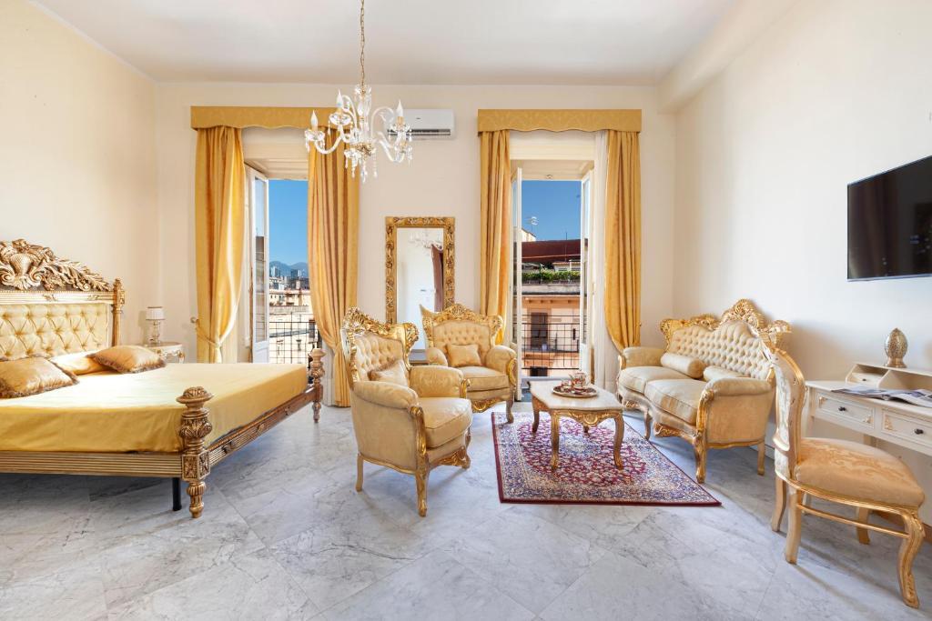A seating area at Relais Antica Napoli
