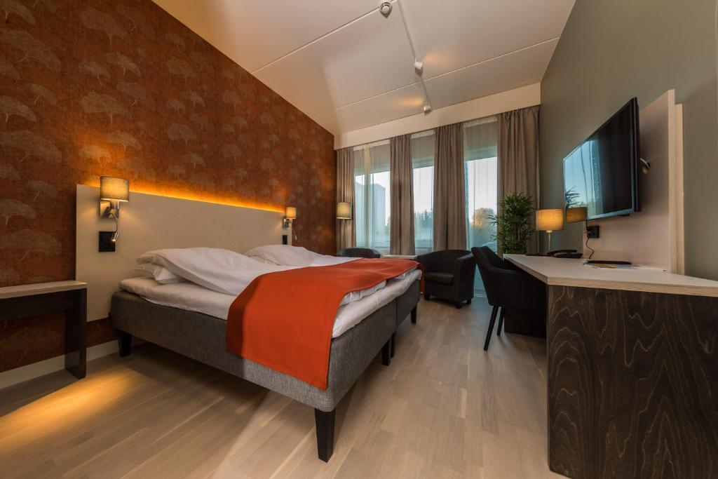 En eller flere senger på et rom på Sortland Hotel