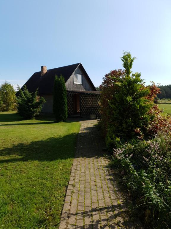 A garden outside Avoti