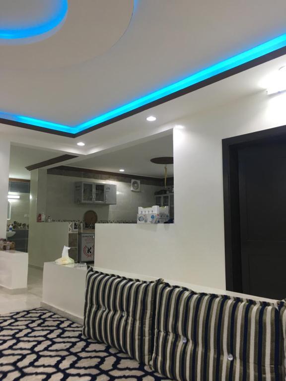 O lounge ou bar de شاليه ابو سلطان