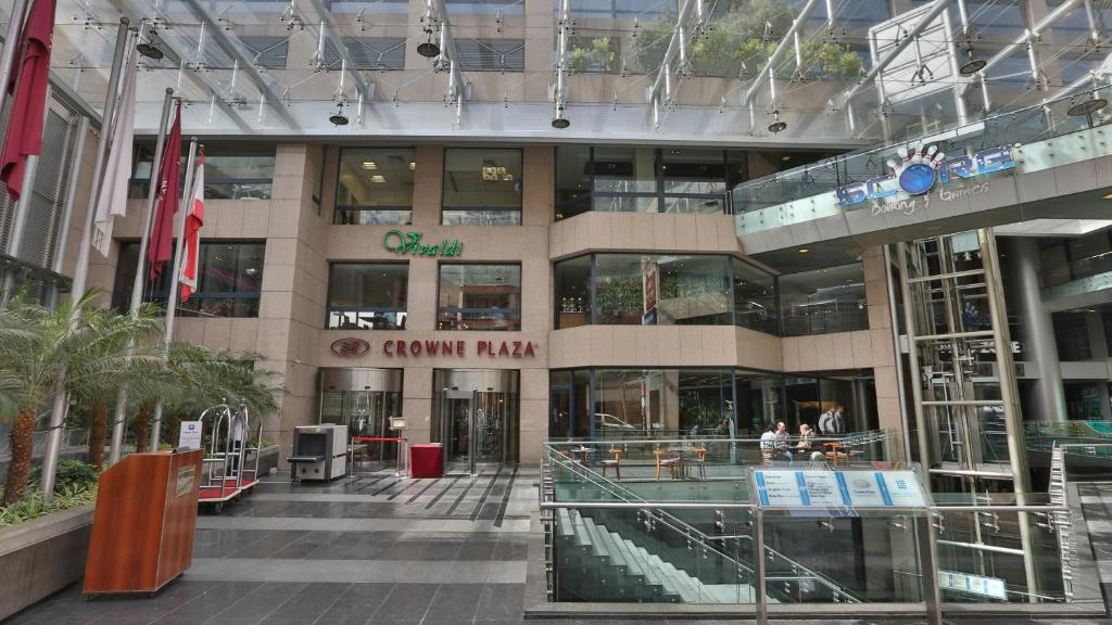 Fachada o entrada de Crowne Plaza Hamra Beirut, an IHG Hotel