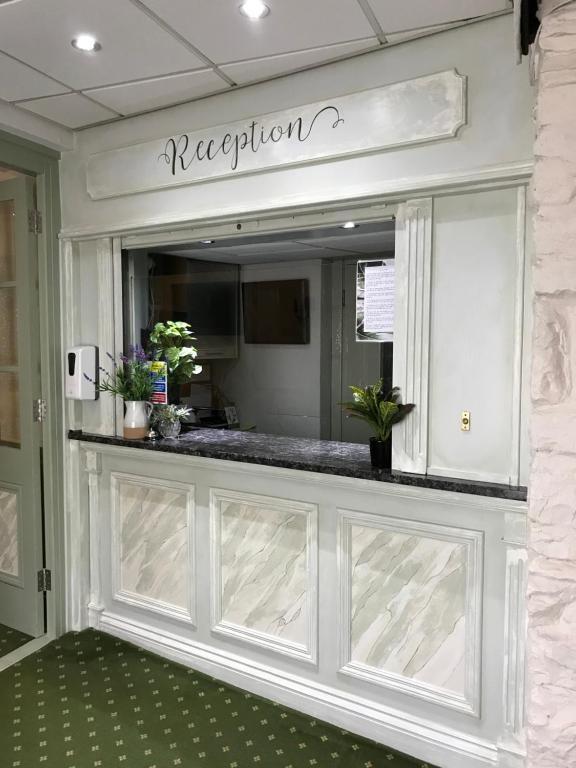 FALCON HOTEL - Laterooms