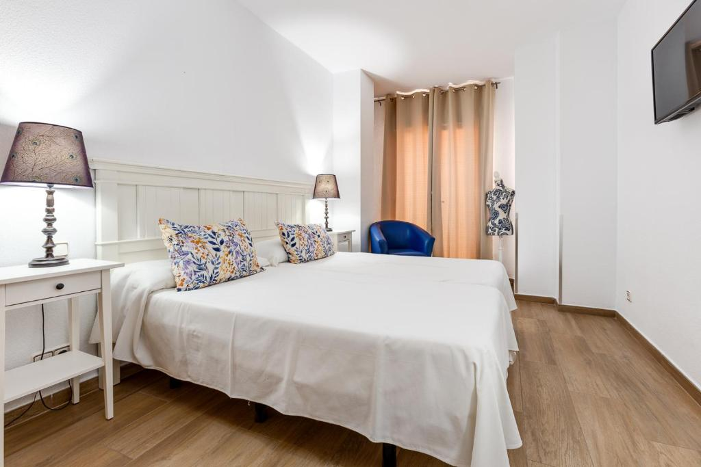 A bed or beds in a room at Hotel Madrid