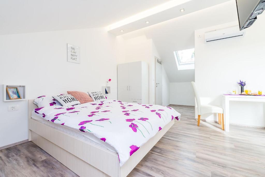 Ein Zimmer in der Unterkunft Bovolini's Place