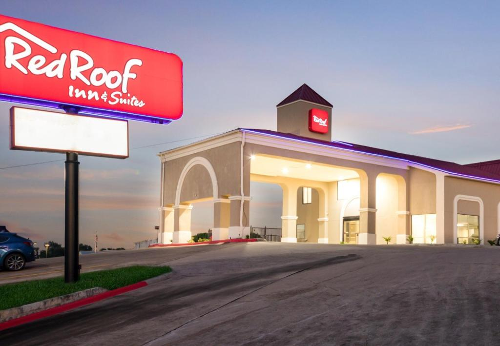 The facade or entrance of Red Roof Inn & Suites Austin East - Manor