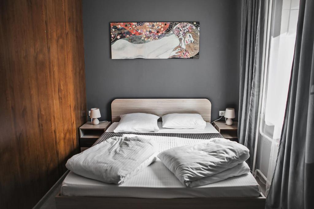 Кровать или кровати в номере Дом Охотника