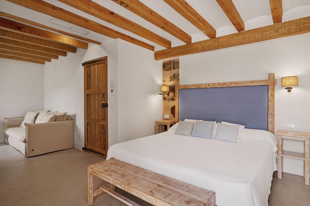 Cama o camas de una habitación en Hotel Es Port