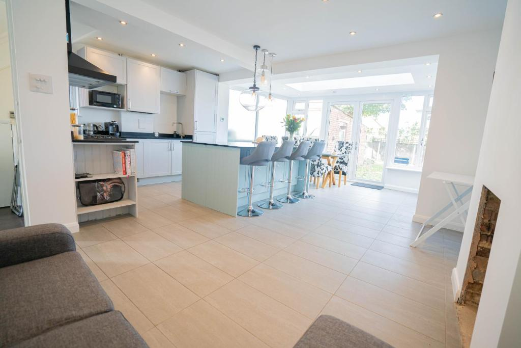 Modern 3 Bed House in Sidcup, Parking