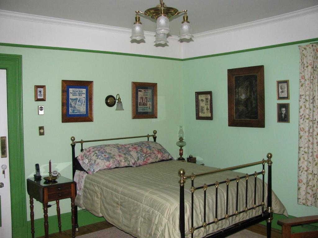 A room at Gower Manor Historic Bed & Breakfast