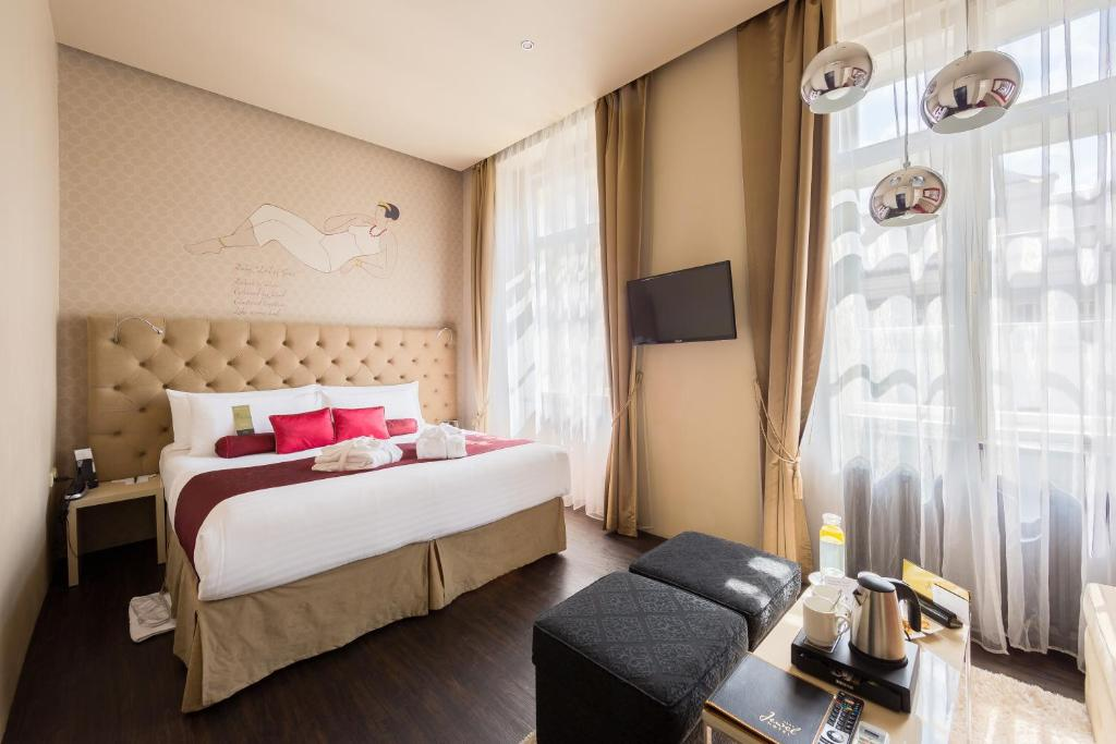 A bed or beds in a room at Design Hotel Jewel Prague