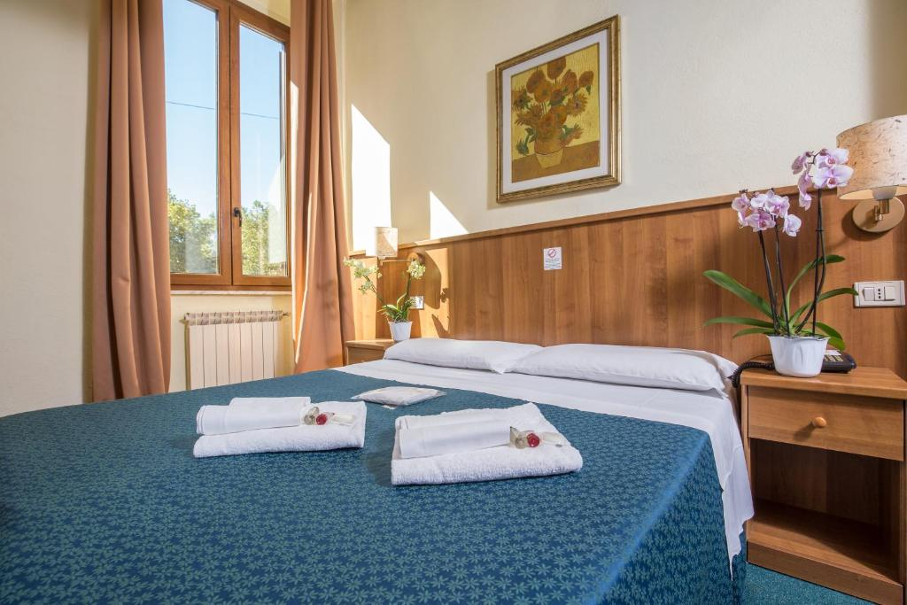 A bed or beds in a room at Hotel Trastevere