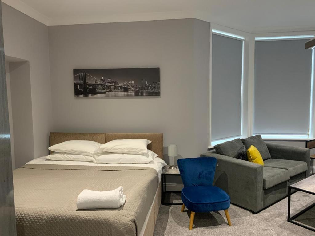 A room at Boutique Maidstone apartment - Parking