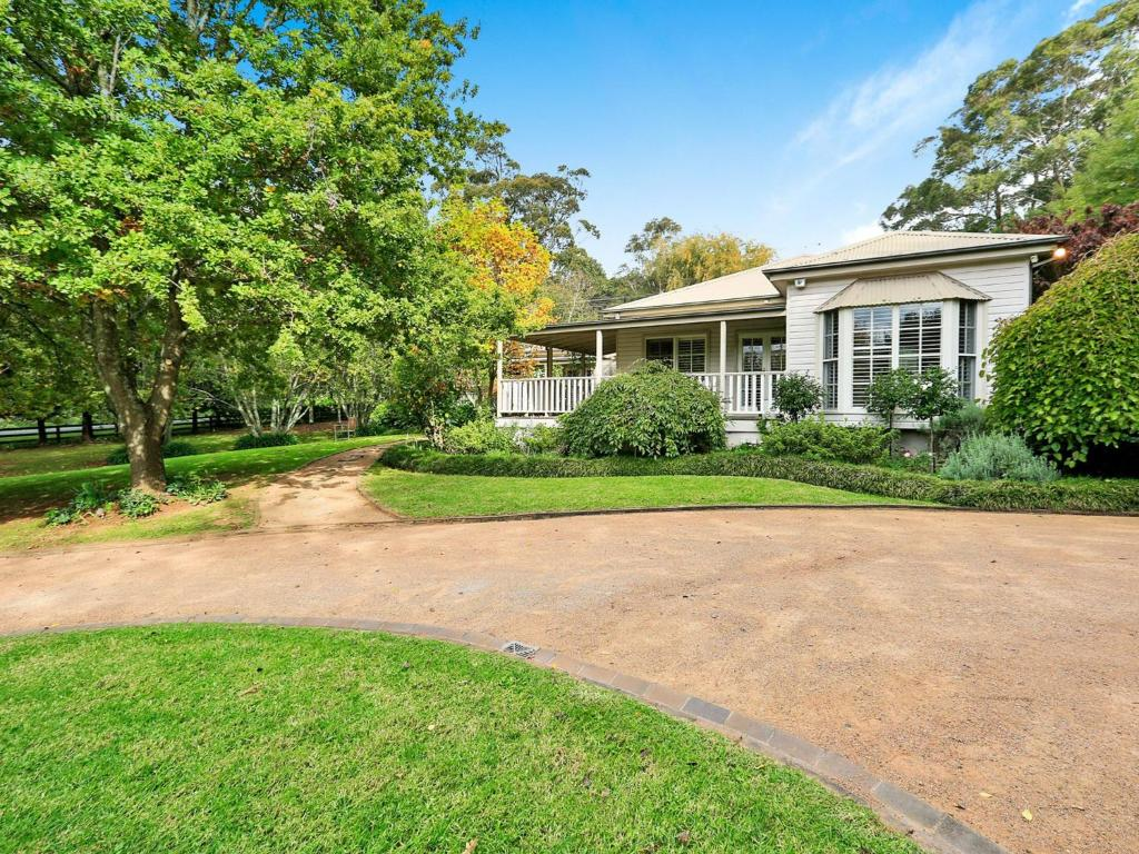 Mirrabooka Burrawang beautiful home and 3 acres of gardens in the Southern Highlands