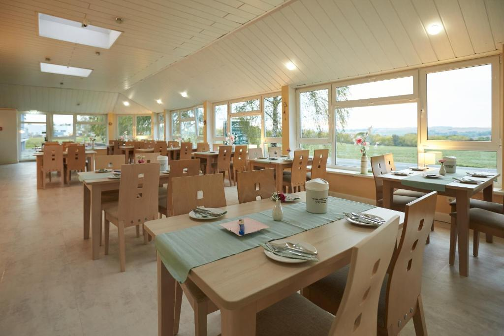 A restaurant or other place to eat at Hotel Weimarer Berg