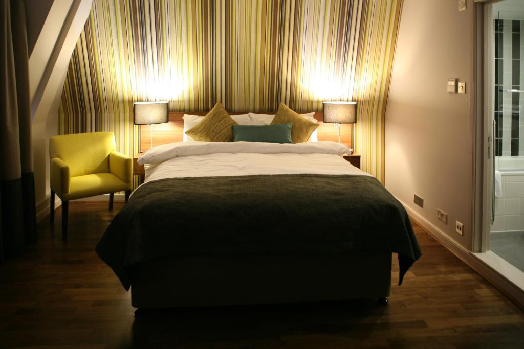A bed or beds in a room at Best Western Mornington Hotel Hyde Park