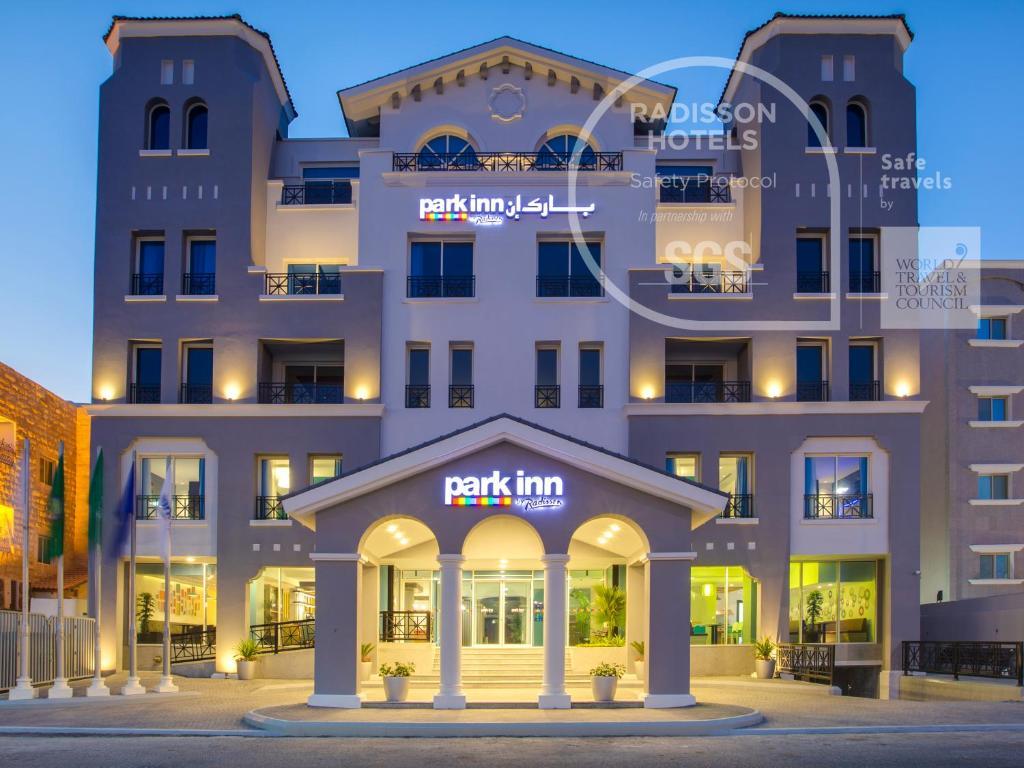 A fachada ou entrada em Park Inn by Radisson Dammam