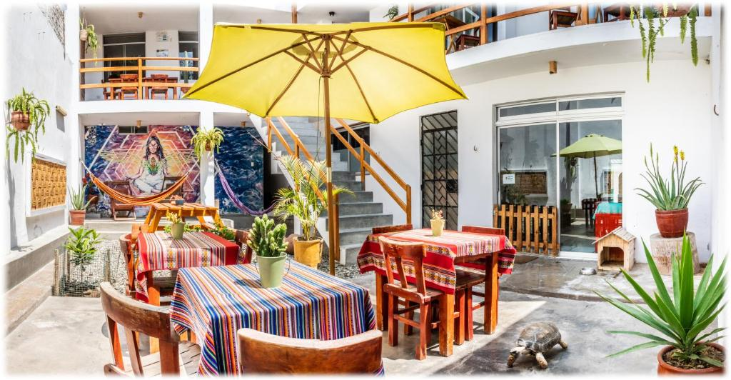 A restaurant or other place to eat at ATMA Hostel & Yoga