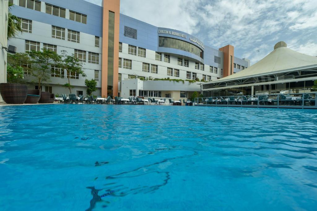 A piscina localizada em Carlton Al Moaibed Hotel ou nos arredores