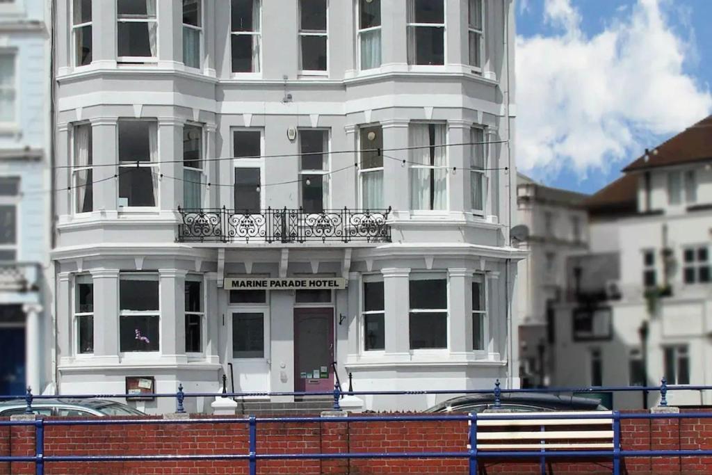 Marine Parade Hotel - Laterooms
