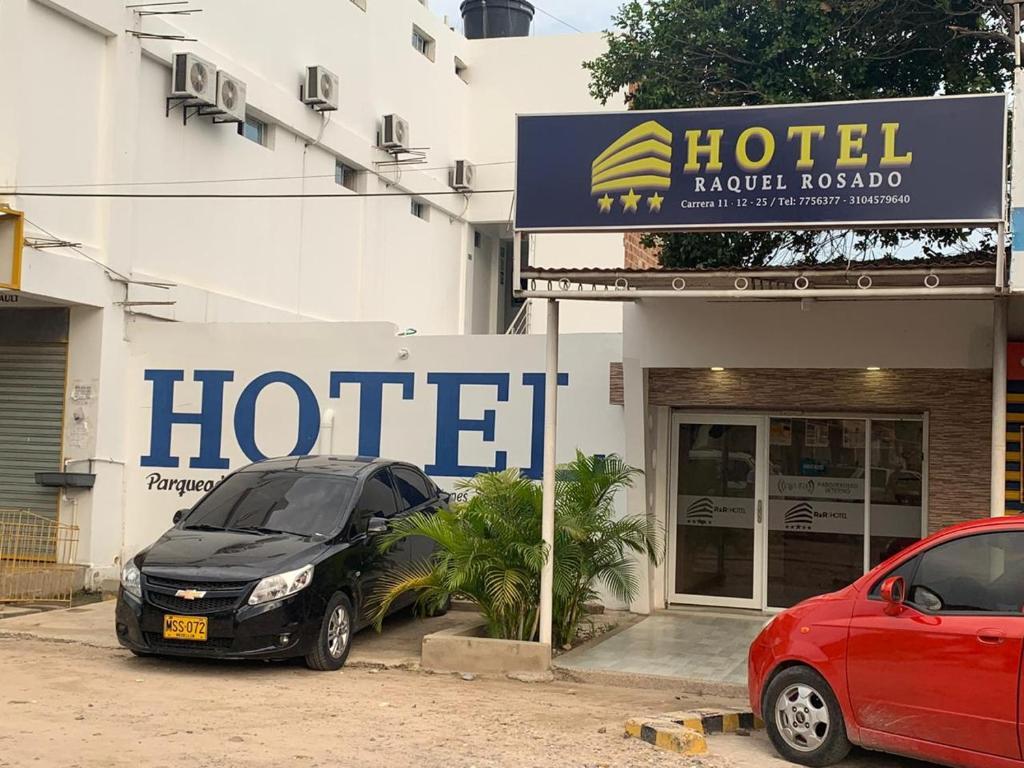 Fachada o entrada de Hotel Raquel Rosado