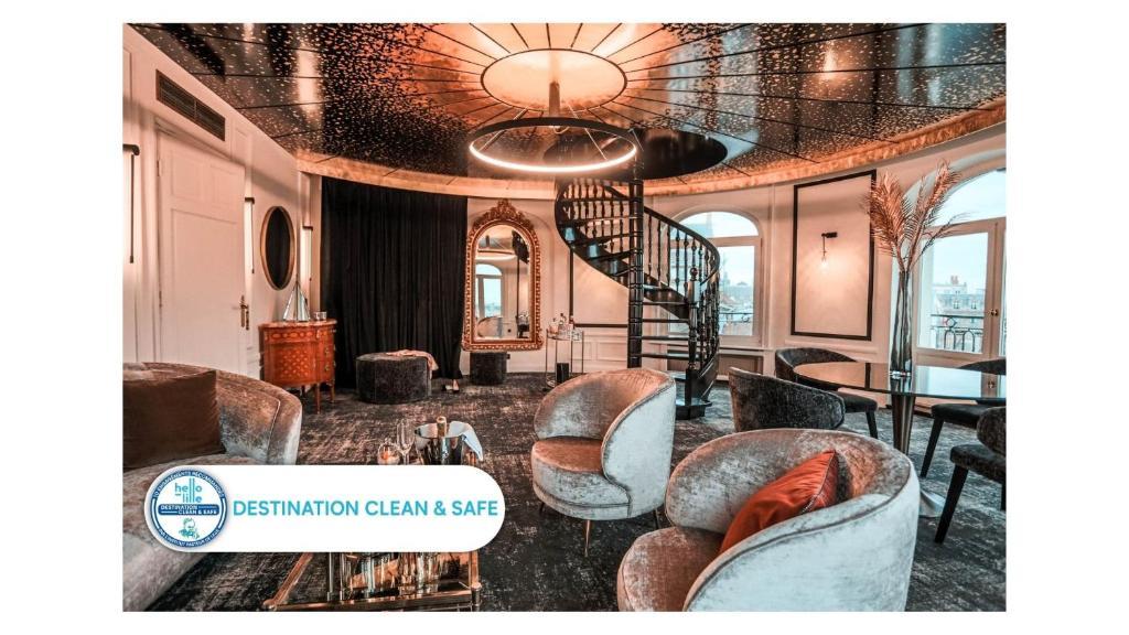 Гостиная зона в Hotel Carlton