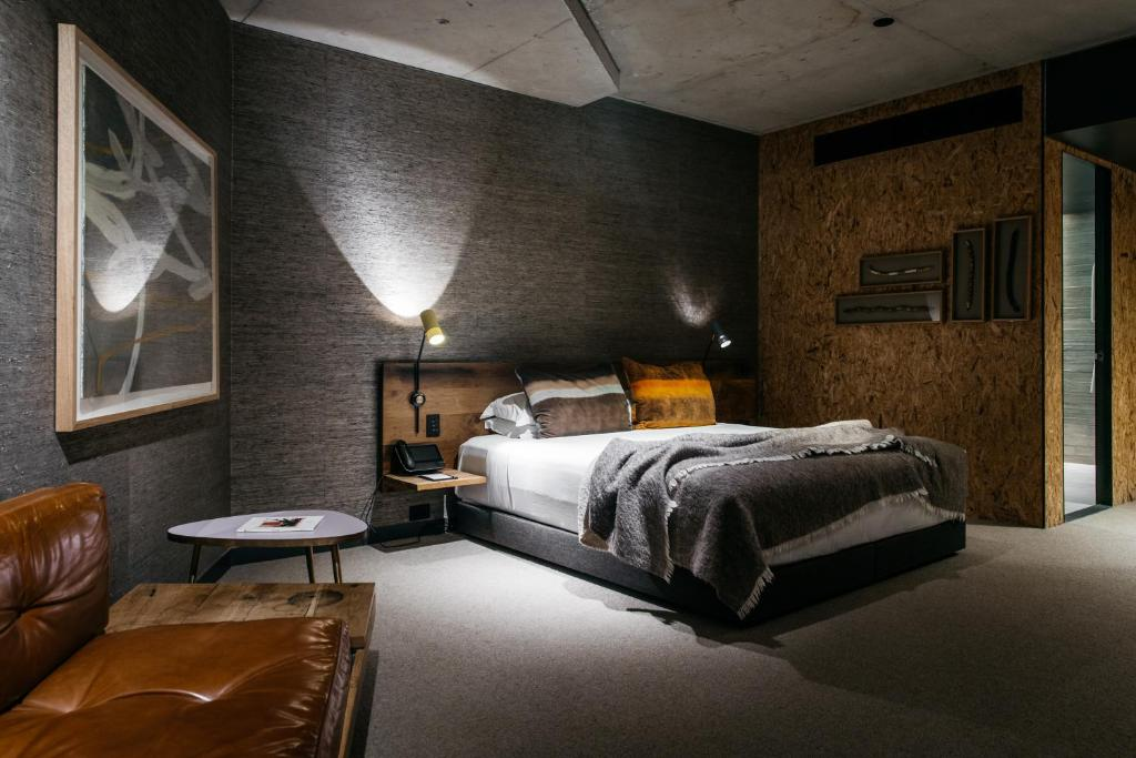 A bed or beds in a room at Ovolo Nishi