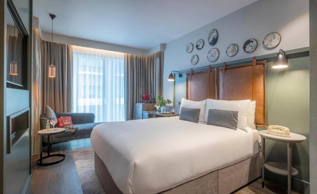 Een bed of bedden in een kamer bij Clayton Hotel City of London