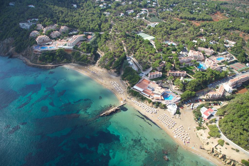Invisa Hotel Club Cala Blanca a vista de pájaro