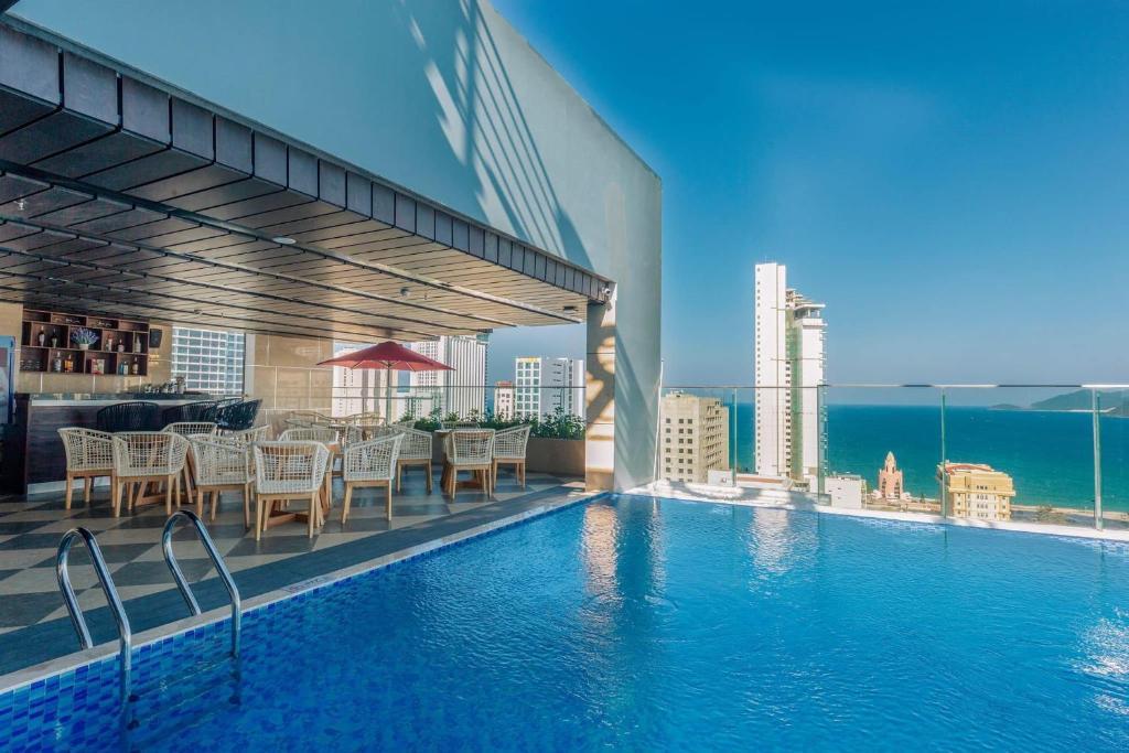 The swimming pool at or close to LeMore Hotel Nha Trang