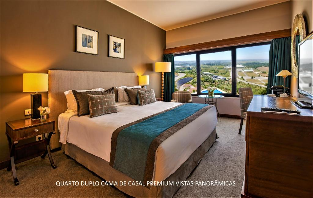 A bed or beds in a room at Santarem Hotel