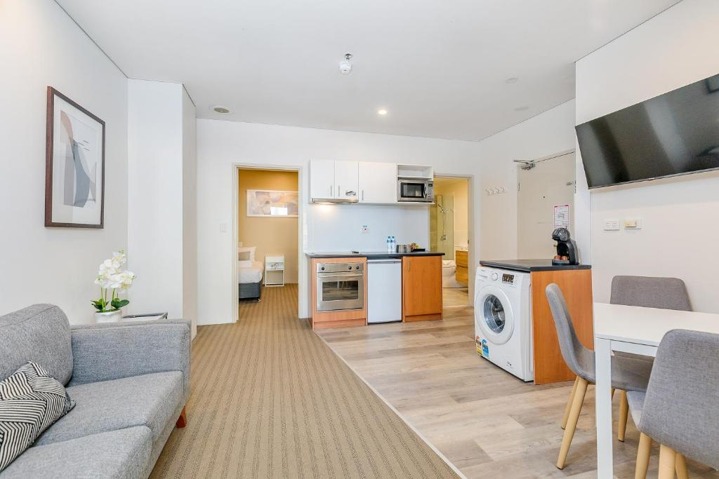 All Suites Perth - Laterooms