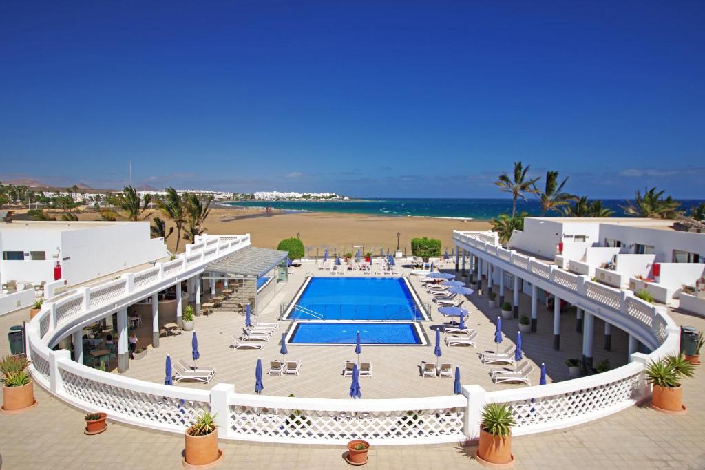 Uitzicht op het zwembad bij Hotel Las Costas of in de buurt