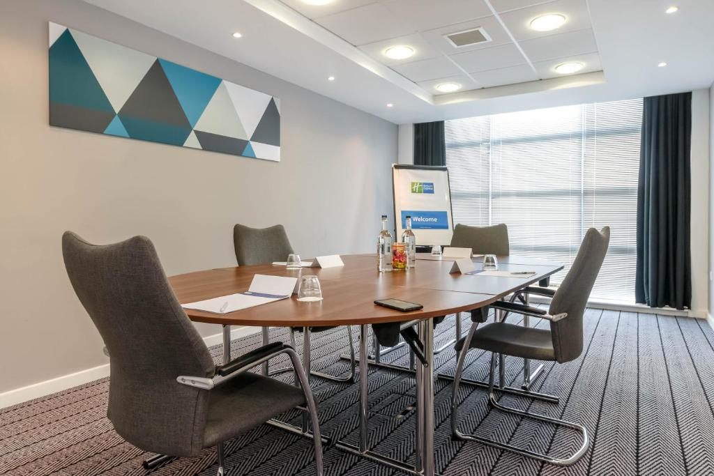 Holiday Inn Express LEIGH - SPORTS VILLAGE - Laterooms