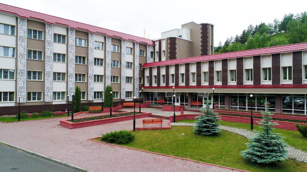 Сад в Отель Борус