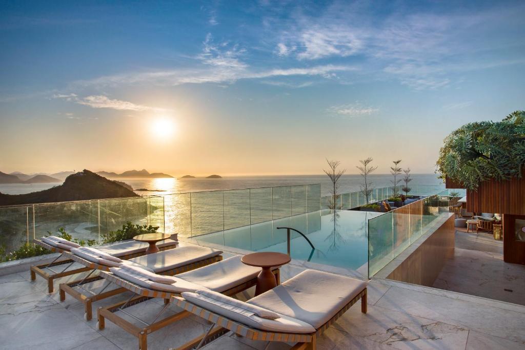 A piscina localizada em Hilton Copacabana Rio de Janeiro ou nos arredores
