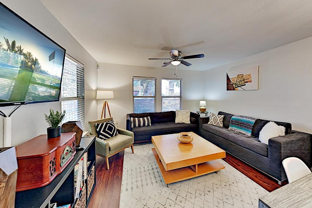 New Listing! Eastside Gem With Firepit & Hammock Home, Austin, USA