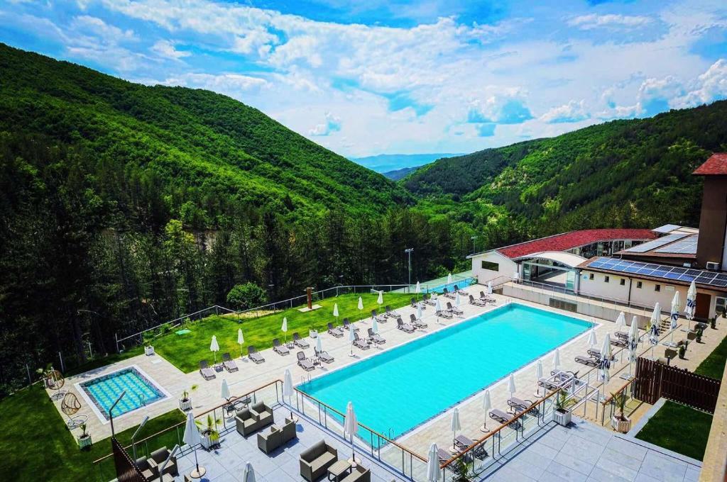 Изглед към басейн в Спа Хотел Орбита или наблизо