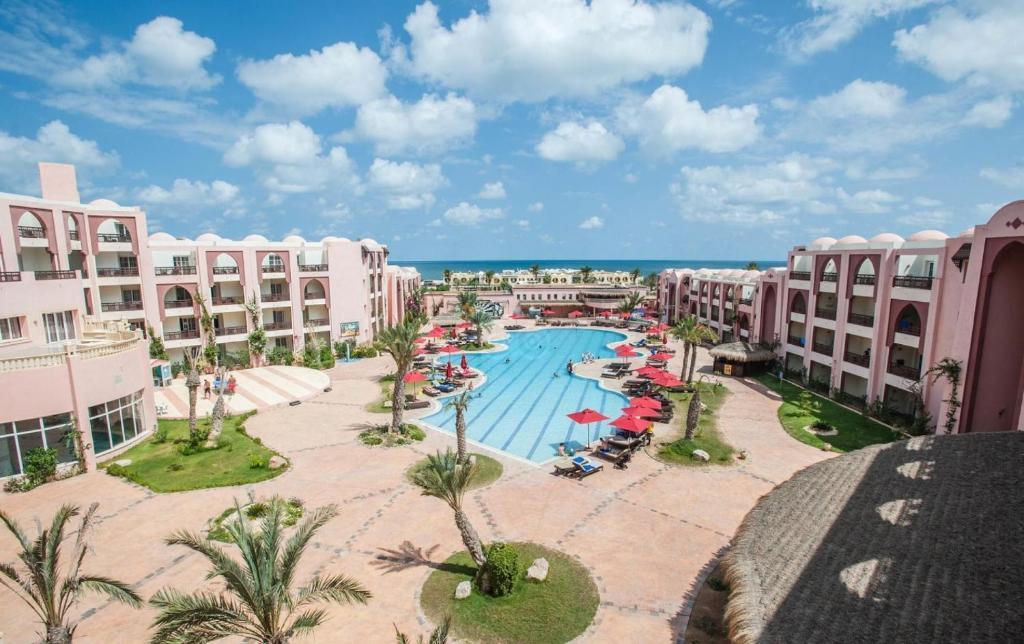 Вид на бассейн в Hotel & Club Lella Meriam или окрестностях