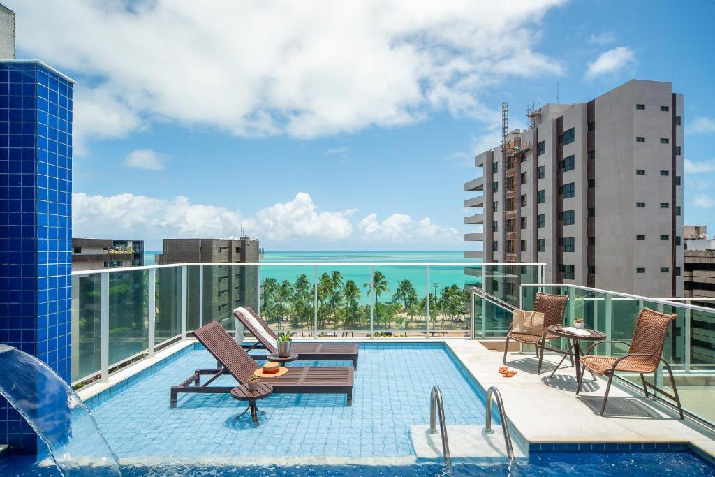 The swimming pool at or close to Tambaqui Praia Hotel