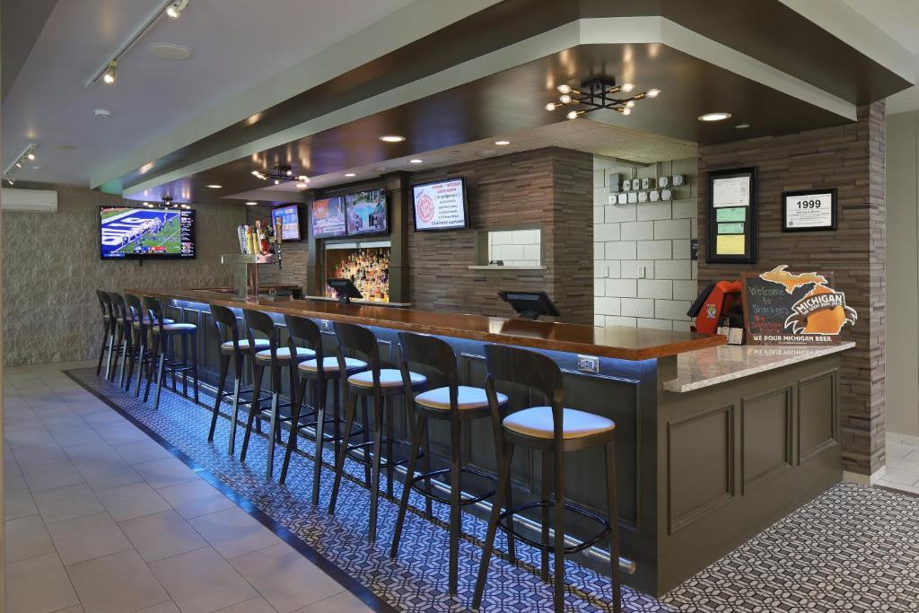 The lounge or bar area at Hampton Inn Holland