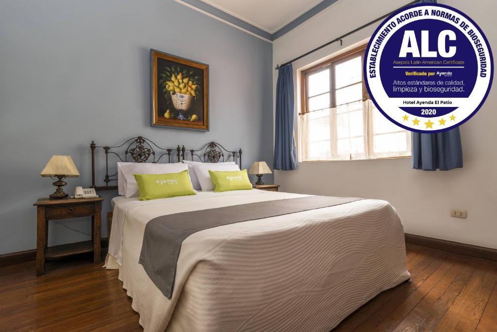 A bed or beds in a room at Ayenda El Patio Miraflores