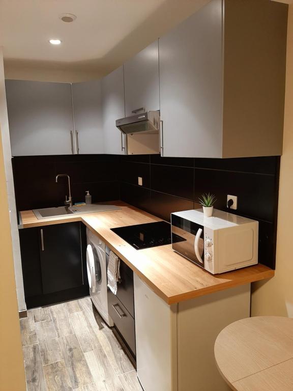 A kitchen or kitchenette at SORELLA