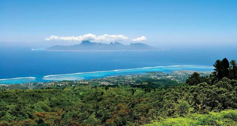 Uma vista aérea de Tahiti Open View to Moorea island