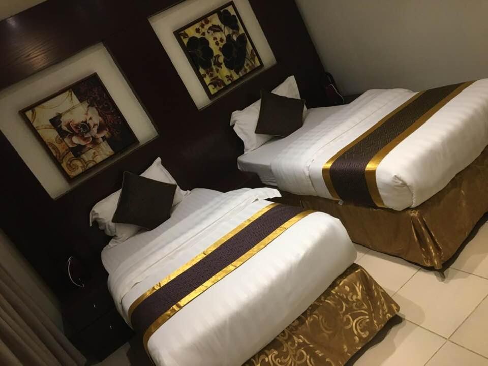 Cama ou camas em um quarto em شقق بيت الدومه المصيف